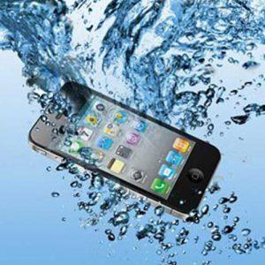 بعد از خیس شدن گوشی تلفن همراه و افتادن آن در آب چه کنیم؟