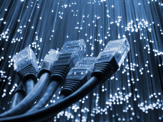 اینترنت ADSL، یکی از روش های اتصال به اینترنت پرسرعت است.